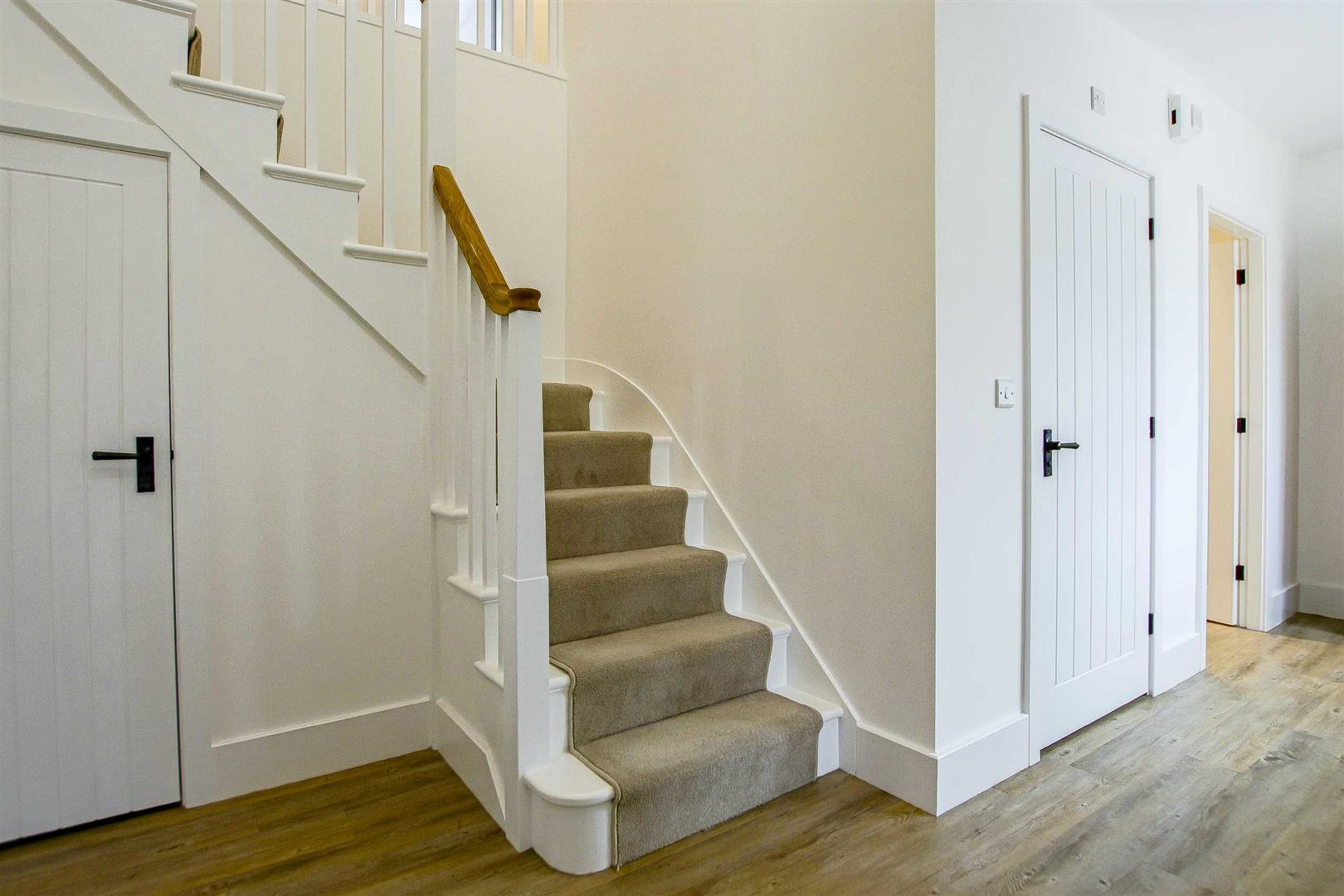 7 Bedroom Detached House For Sale - Image 27